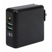Manhattan 4-in-1 Reiseladegerät und Powerbank 8.000 mAh, Ein kabelloses 5 W-Induktionsladepad, zwei 12 W USB-A-Ports, ein USB-C-Port mit 12 W-Eingang / 15 W-Ausgang, auswechselbare Stecker für EU, UK & US, schwarz
